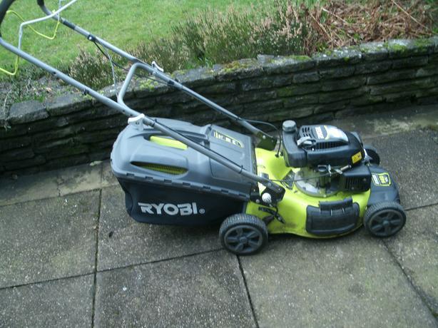 Ryobi RLM4614SE Petrol Lawnmower, 140cc OHV 45.7Cut