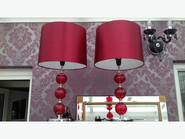 2 Table lamps in red.