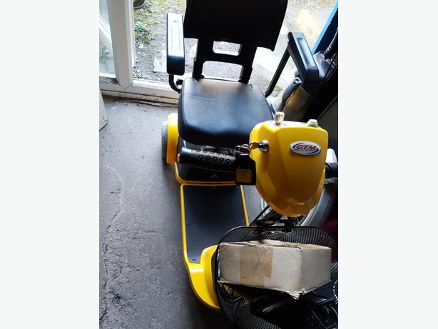 NEW MOBILITY BOOT SCOOTER & CHARGER. NEEDS BATTERIES. £120