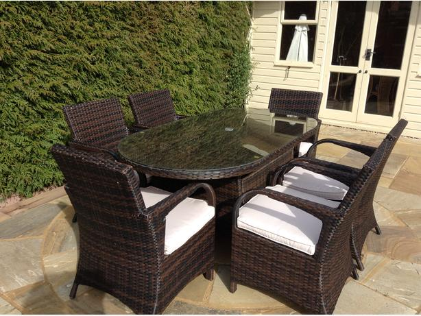 Bargain for quick sale and collection. 6 seater rattan furniture with parasol.