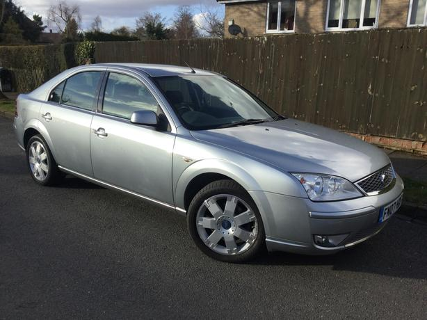 Ford Mondeo 2.5i 24v Ghia X auto hatch – only 87k with FMDSH & FULL MOT !