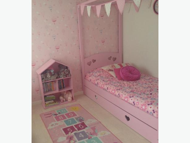mia pink bed