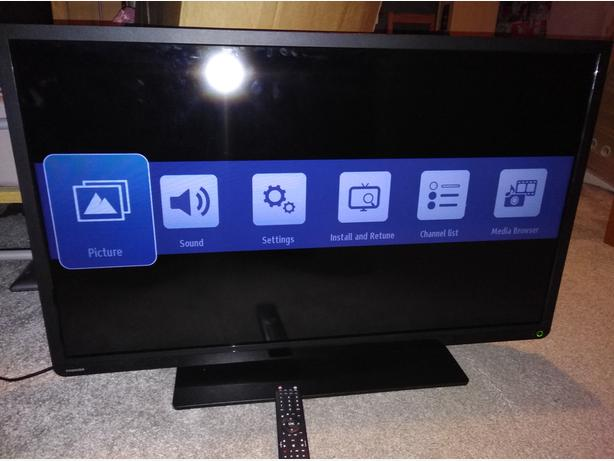 Toshiba 40 inch LED FullHD TV with DVD player USB and Freeview