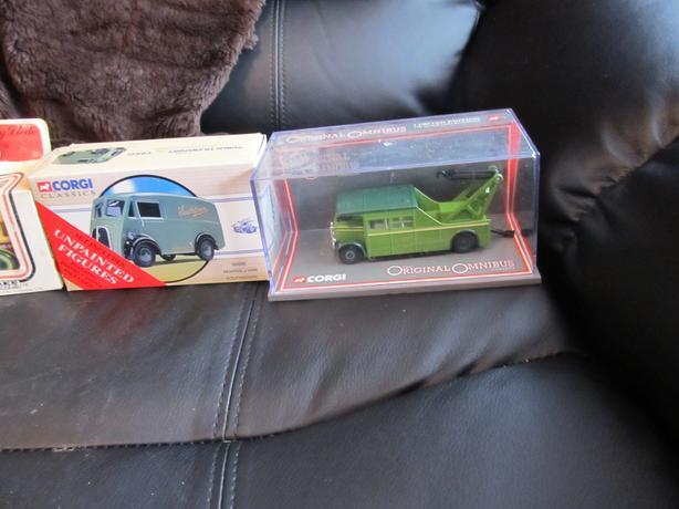 colletable corgie trucks/vans with boxes