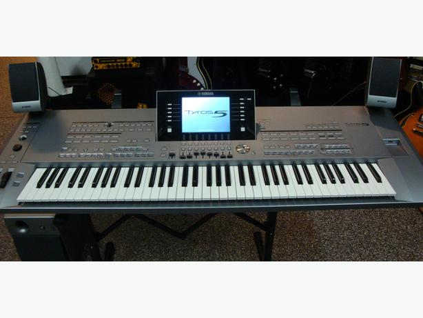 Keyboard Tyros 5 with 76 keys + Speakers