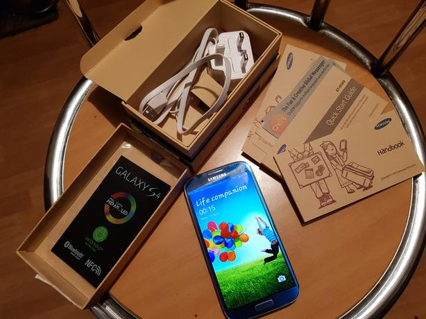 SAMSUNG GALAXY S4 16GB BLUE UNLOCKED
