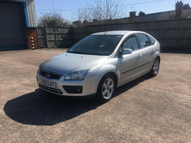 Automatic Focus 1.6, 2006model, long mot drives nice and smooth