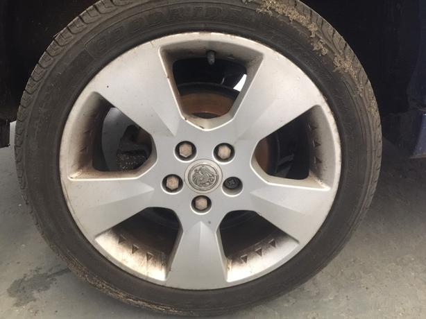 """17"""" VAUXHALL ALLOY WHEELS WITH MINT TYRES!"""
