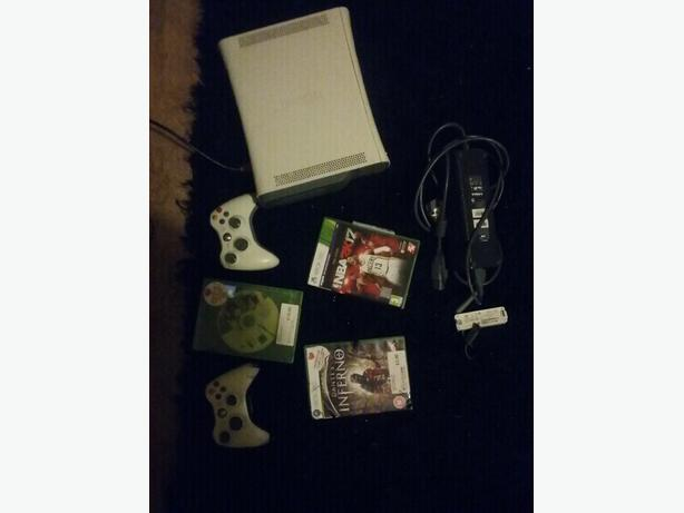 XBOX 360 60gb, 2pads, 3games, Wi-Fi adapter