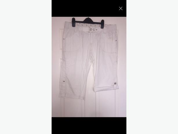 white 3 quarter trousers