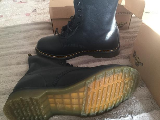 pair of size 8 dr martens