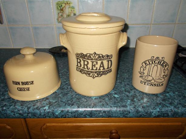 Stoneware kitchen set.