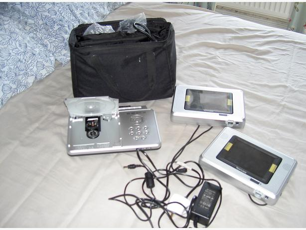 dual screen dvd player
