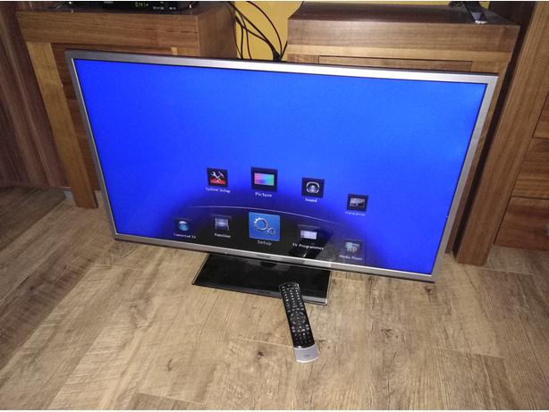 Toshiba 40 EdgeLED 3D FullHD TV with USB, DLNA and FreeviewHD