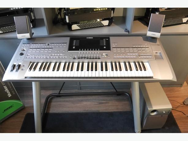 Tyros 5 with 61 keys XXL Package