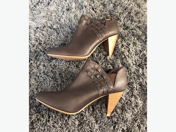 BN Brown Boots