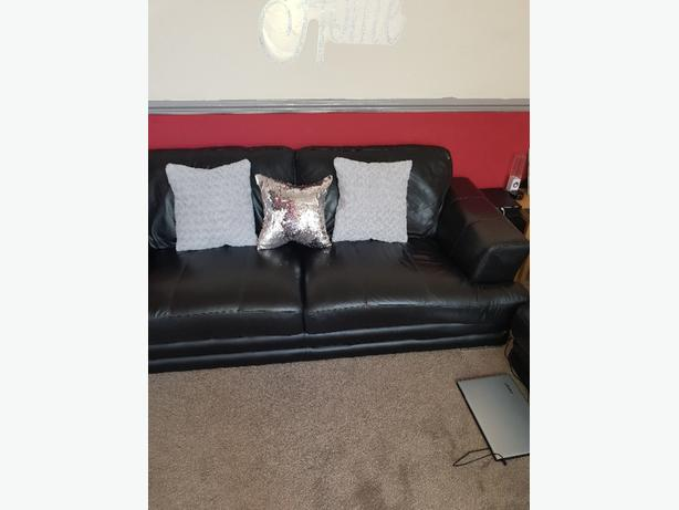 dfs Leather sofa in excellent condition