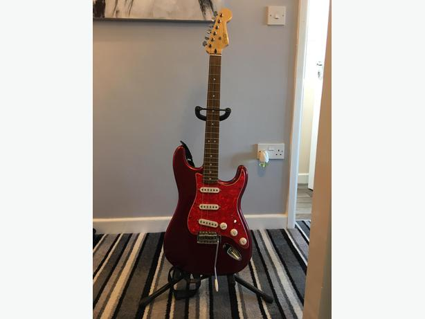 Squier Vintage Modified Stratocaster Metallic Red Rosewood