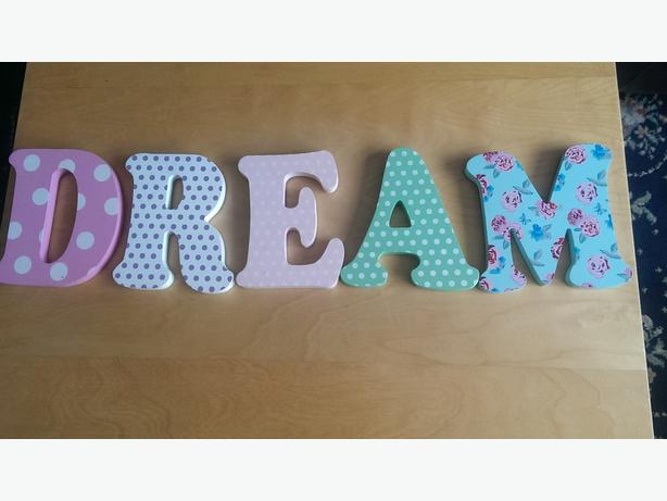 letters spelling the word dream