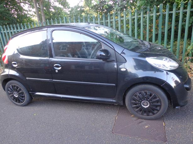 2007 black peugeot 107 1.0 5 door+mot june 2019+tax only £20 year+leathers