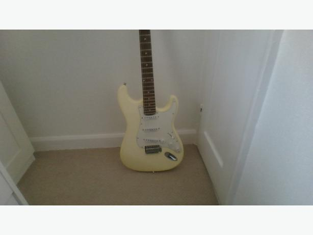 'ENCORE' ELECTRIC GUITAR (with CARYY BAG & STRAP)