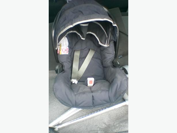 baby car seat ,good condition,just want it out the way