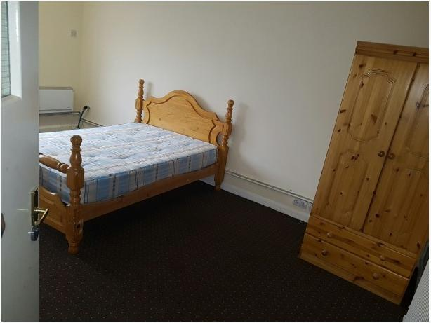 *B.C.H*-Studio Flat- Great Bridge Street, WEST BROMWICH