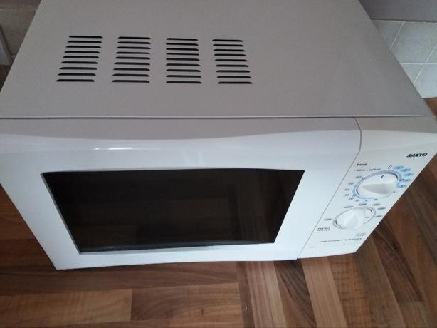 SANYO SOLO MICROWAVE 17Litres