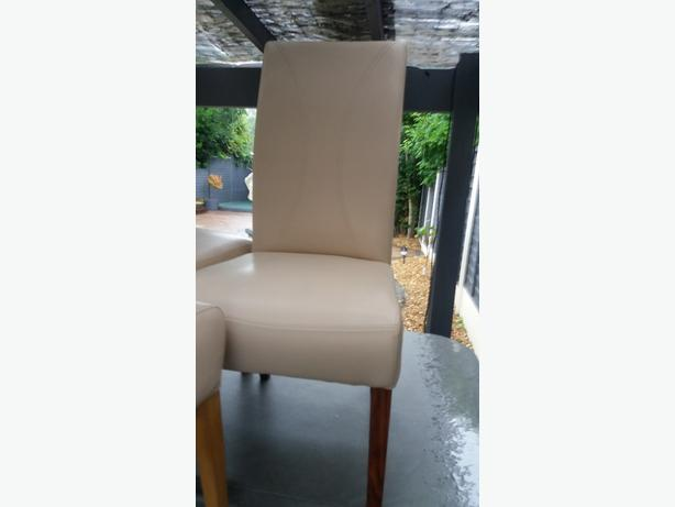 4 DINNING CHAIRS good condition