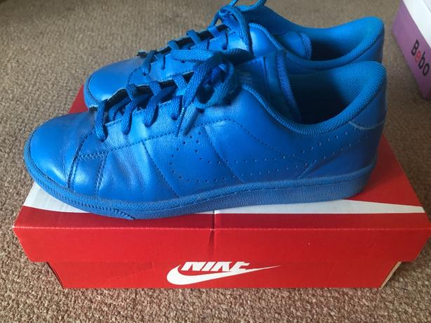 blue size 6 trainers