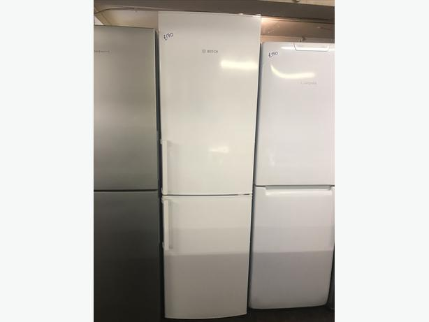IMMACULATE TALL BOSCH FRIDGE FREEZER WITH GENUINE GUARANTEE