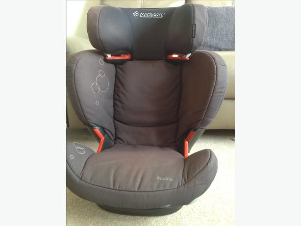 Car Seat - Maxi Cosi Rodifix Isofix Car Seat.   Age 3.5 to 12
