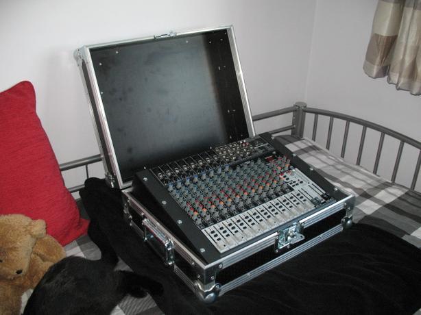 Behringer Xenyx X2222USB Mixer