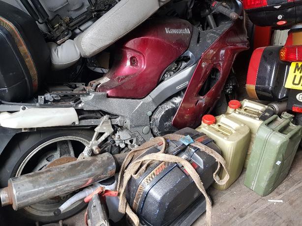 Kawasaki zzr 1100 spares or repairs