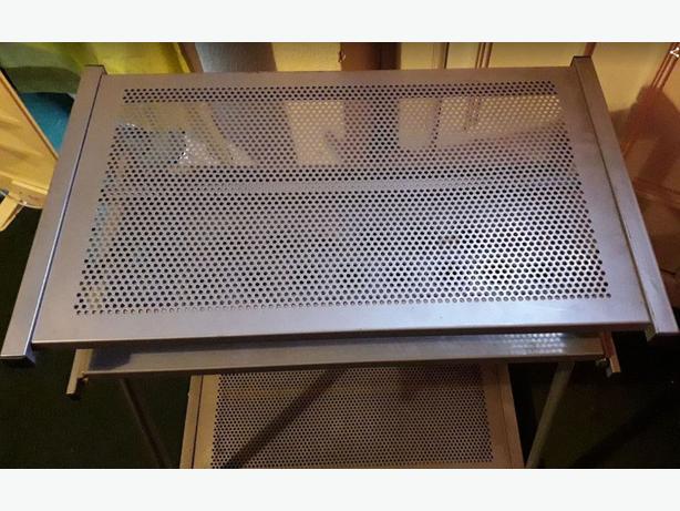 Metal computer desk with castors