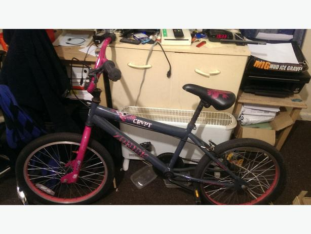 CHILDS ZOMBIE CRYPT PEDAL BIKE..