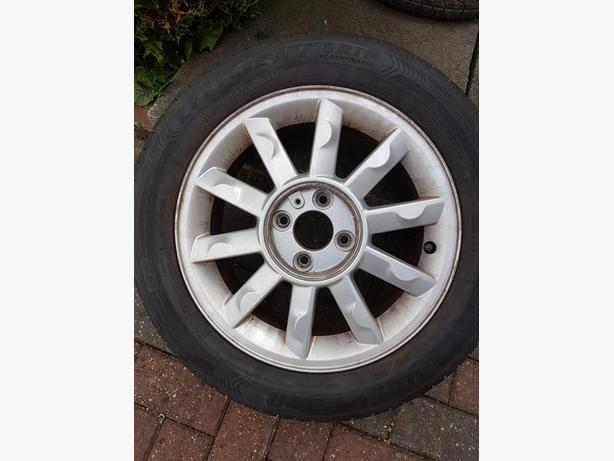 4 Renault alloy wheels and Tyres