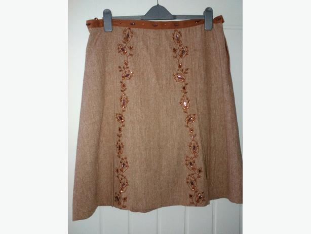 Ladies skirt size 16 (immaculate condition)
