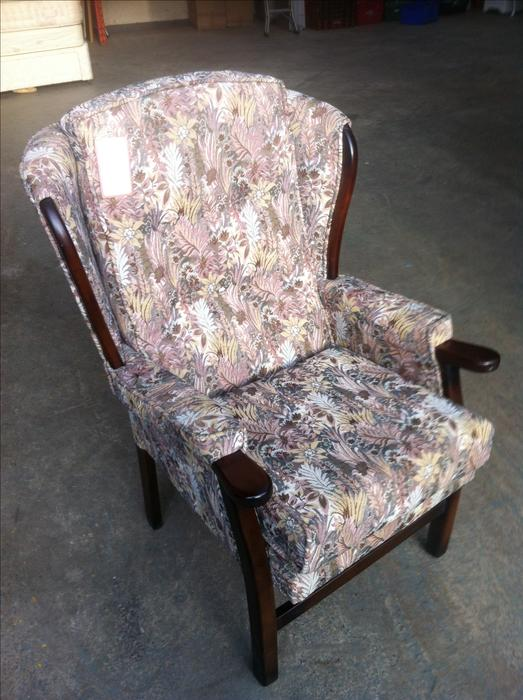 OAP / DISABILITY ARM CHAIR ~~~ CLEARANCE STOCK ~~~ WE CAN ...