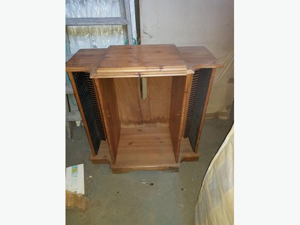 Gorgeous wooden HiFi unit, with CD storage, very nice item, perfect shabby chic