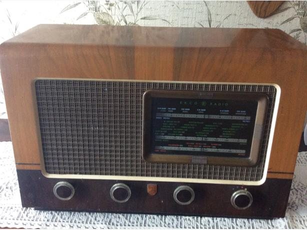 Ekco bakerlite radio