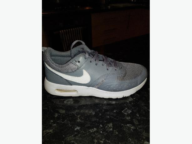 GIRLS GREY NIKE TRAINERS