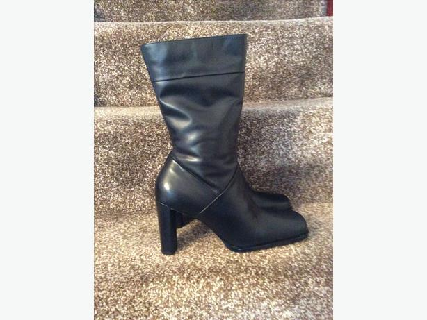 BRAND NEW RIVER ISLAND ladies leather boots.