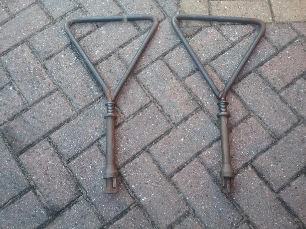 HEAVY DUTY MANHOLE LIFTERS