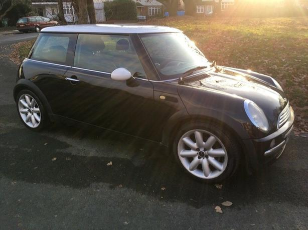 top spec black mini cooper 1.6+half leathers+good runner+DRIVEAWAY/DELIVERY