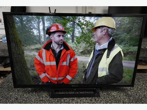 excellent condition sony 32 inch hd led tv+freeview hd+remote+DELIVERY