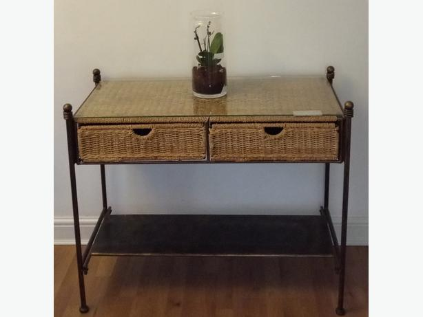 Console lounge table side board quality piece of furniture going cheap