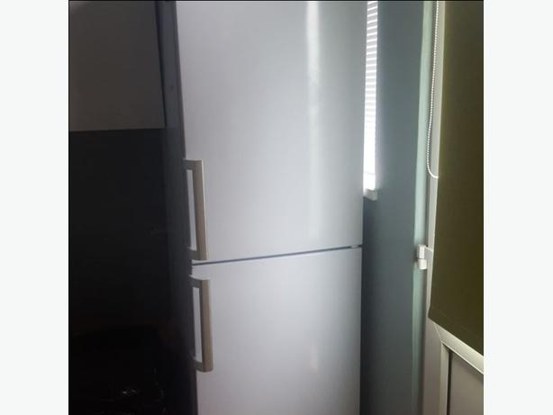 hotpoint 6ft tall frost free fridge freezer+good working order+FREE DELIVERY