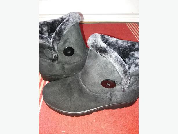 faux suede black boots size 7
