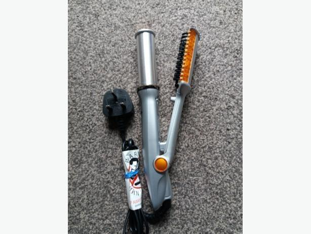 Instyler in New Condition  Rotating IRON HAIR curlers